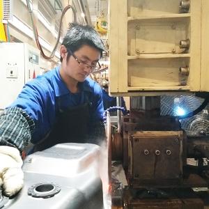 柳州市华鹏机电焊接滚焊轮在某公司焊接生产线上使用